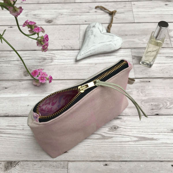 Cushie Doo - Cosmetic Purse Soft Pink e (1)d