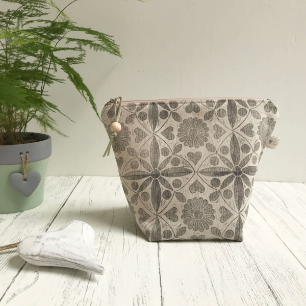 Cushie Doo - Lavender Grey Toiletry Bag (1)