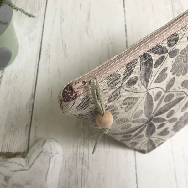 Cushie Doo - Lavender Grey Toiletry Bag (1)e